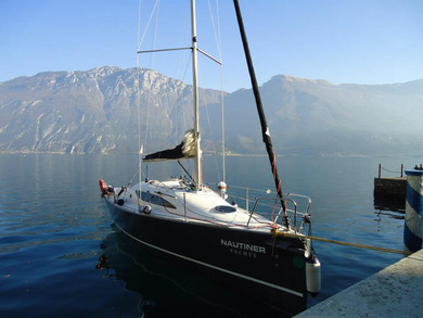 Rental sailboat Nautiner 30S Race in Navene di Malcesine -