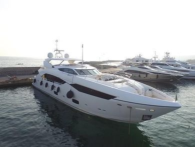Rental motorboat Sunseeker Predator 115 in Barcelona city - Barcelona