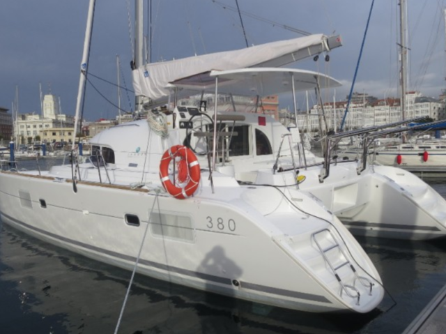 Rental catamaran Lagoon 380 in Sant Antoni de Portmany - Ibiza (Balearic Islands)