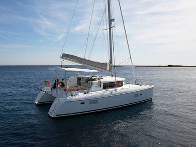 Rental catamaran Lagoon 420 in Tonnarella - Messina
