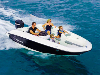 Rental motorboat Bayliner E5 in Port de Alcudia - Majorca (Balearic Islands)
