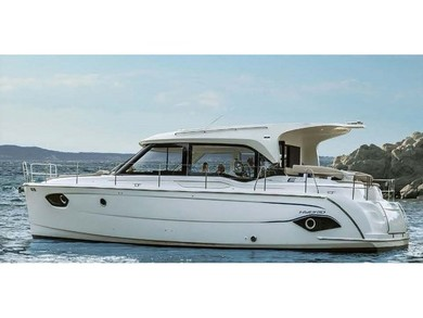 Hire motorboat Bavaria E40 Sedan Hybrid in Athens - Attica