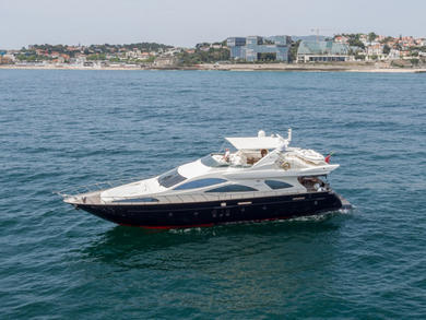 Rental motorboat Azimut 80 in Lisbon city - Lisbon