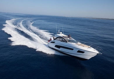 Charter motorboat Sunseeker Portofino 40 in Ibiza city - Ibiza (Balearic Islands)