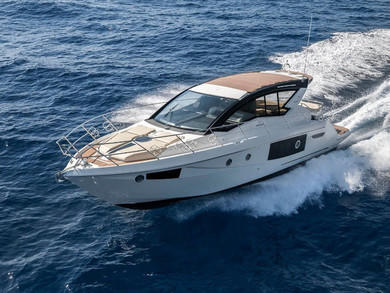 Hire exclusive yacht Cranchi M44 HT in  - Majorca (Balearic Islands)