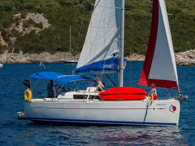 Charter sailboat Sunsail 33i in Lefkada - Ionian Islands