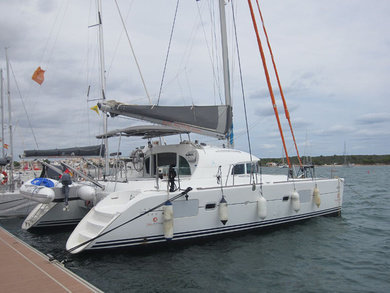 Hire catamaran Lagoon 380 in Palma de Mallorca - Majorca (Balearic Islands)