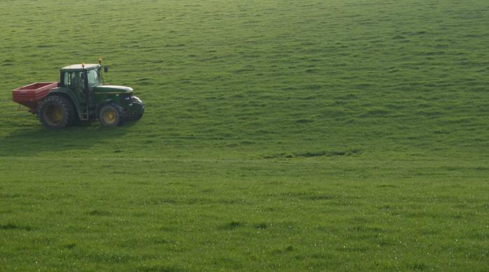 Fertilizando la pradera
