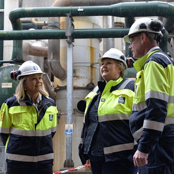 Prime Minister and the Minister for Trade and Industry at Yara Porsgrunn