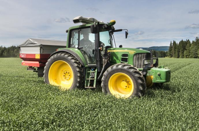 Yara N-Sensor on traktorin katolle asennettava sensori, jonka avulla tarkennetaan lannoitusta