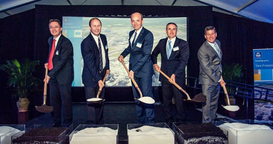 Leading Yara employees and partners breaking ground