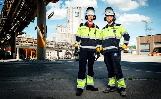 Employees in safety gear at Yara Porsgrunn