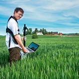 Rådgiver i Norsk Landbruksrådgiving Romerike Joel Markgren med håndholdt Yara N-Sensor