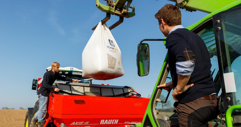 Two farmers using Yara fertilizer