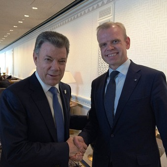 Svein Tore Holsether and Colombian President Juan Manuel Santos