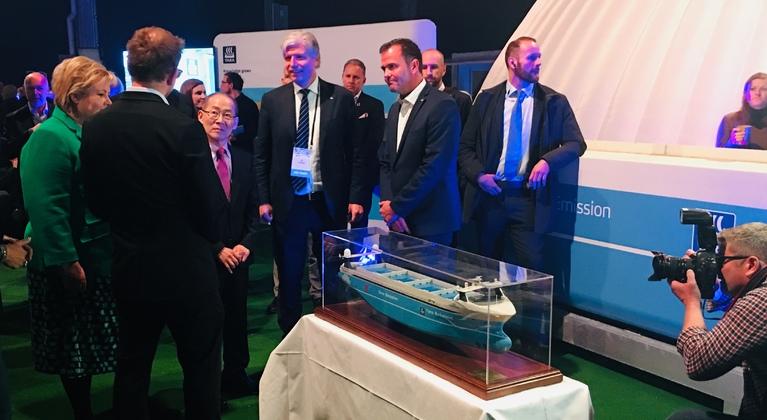 Erna Solberg visits Yara Birkeland booth at Zero Conference