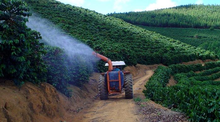 Aplicação de fertilizante foliar