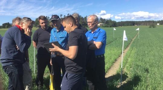 Yara RoadTour vieraili Ruskolla Forsbergin maatilalla.