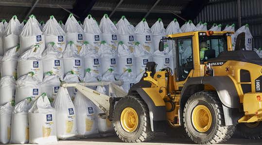 Laden/lossen en transport van kunstmest