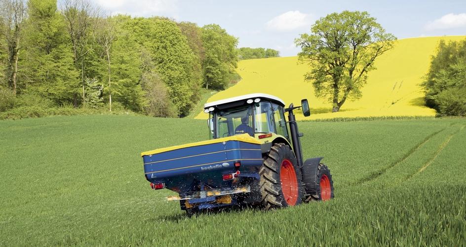 Aplicando el fertilizante