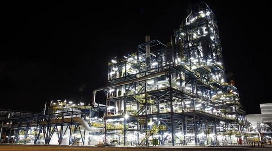 Sluiskil urea 7 plant by night