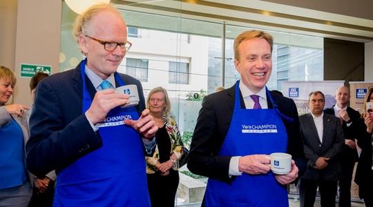 Foreign Minister Børge Brende and Ambassador Johan Vibe
