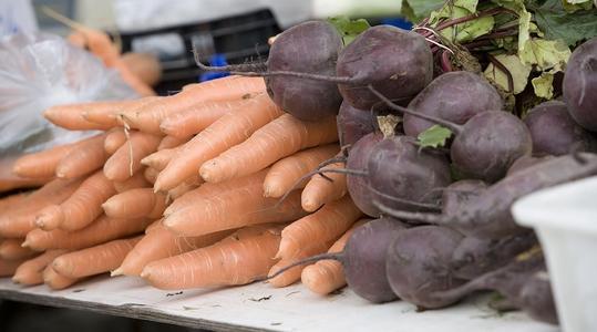 Kloorivapaat lannoitteet sopivat porkkanan ja punajuuren lannoitukseen