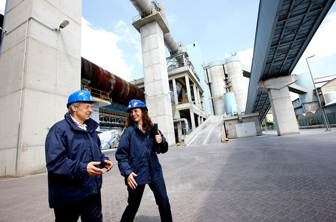 Two Yara plant workers walking