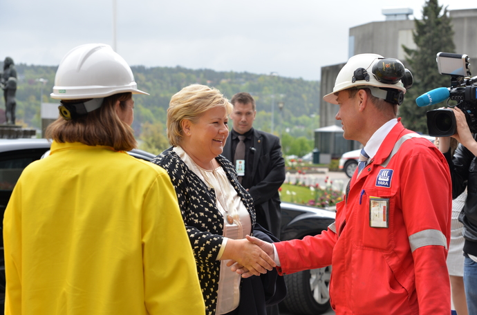 Prime Minister of Norway Erna Solberg meeting Plant Manager Per Knutsen