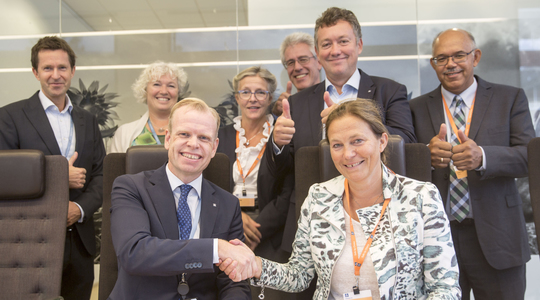 Yara and Sintef representatives at contract signing