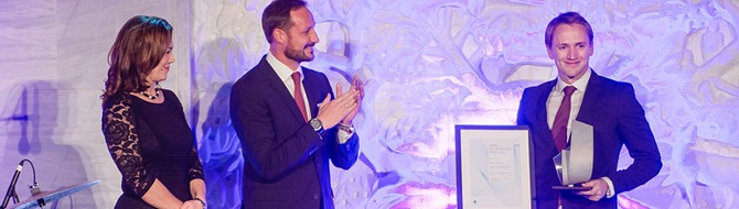 From left: NHO director Kristin Skogen Lund and Norway's Crown Prince Haakon present Kenny Strandberg with another award for Green Tech Marine's innovative scrubber technology. - Photo: NHO Agder