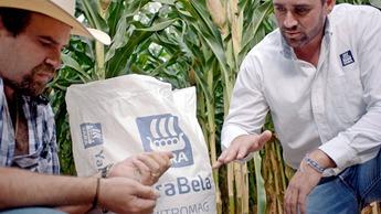 Diego estudiando los fertilizantes de Yara