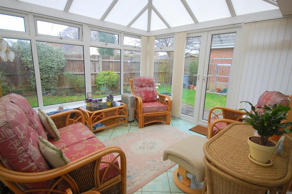MUVA Estate Agents : Conservatory