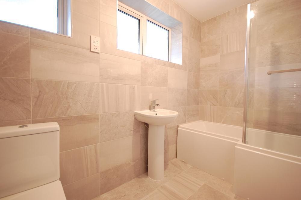 MUVA Estate Agents : Bathroom