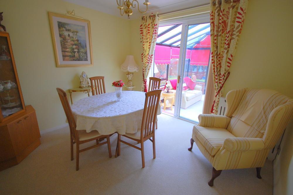 MUVA Estate Agents : Bedroom/Dining Room