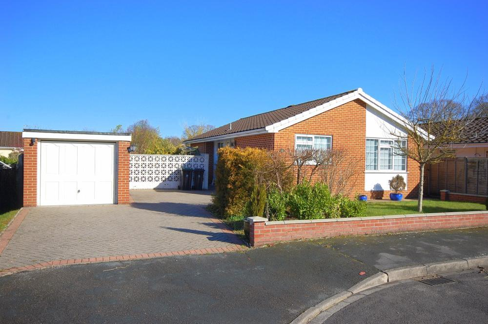 MUVA Estate Agents : Queens Close, West Moors