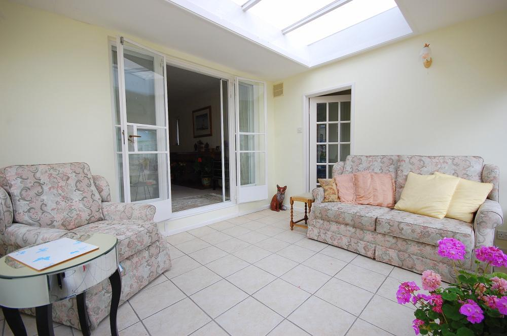 MUVA Estate Agents : Sun Room