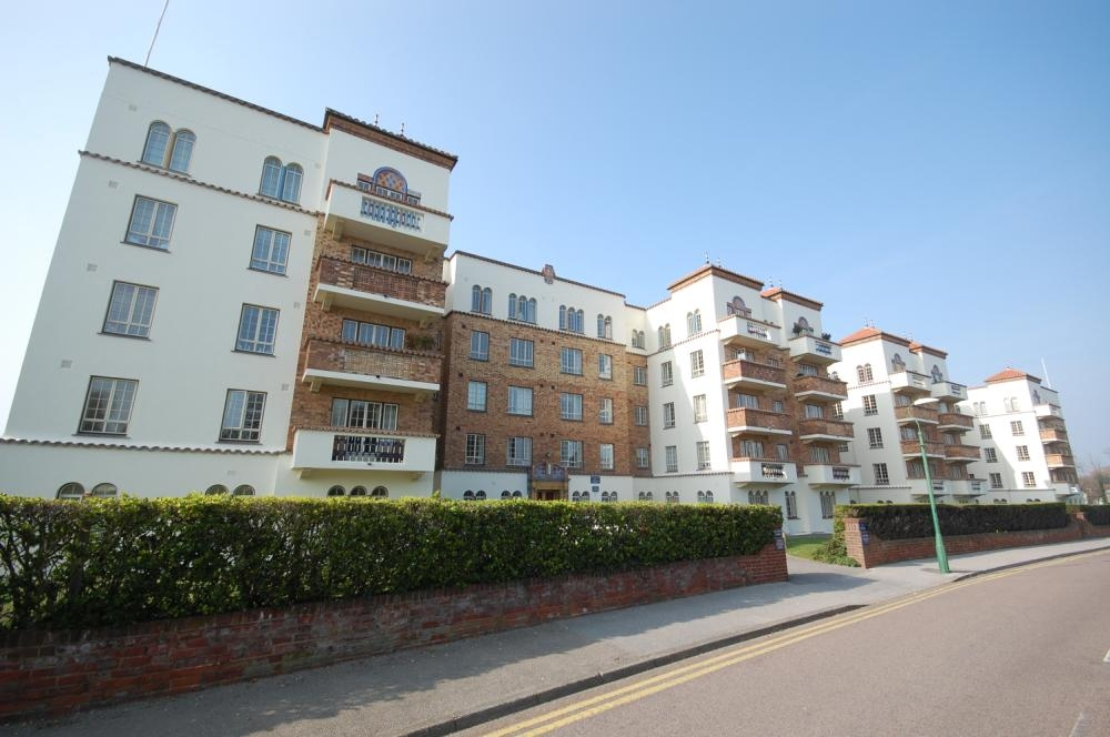 MUVA Estate Agents : San Remo Towers, Sea Road, Bournemouth