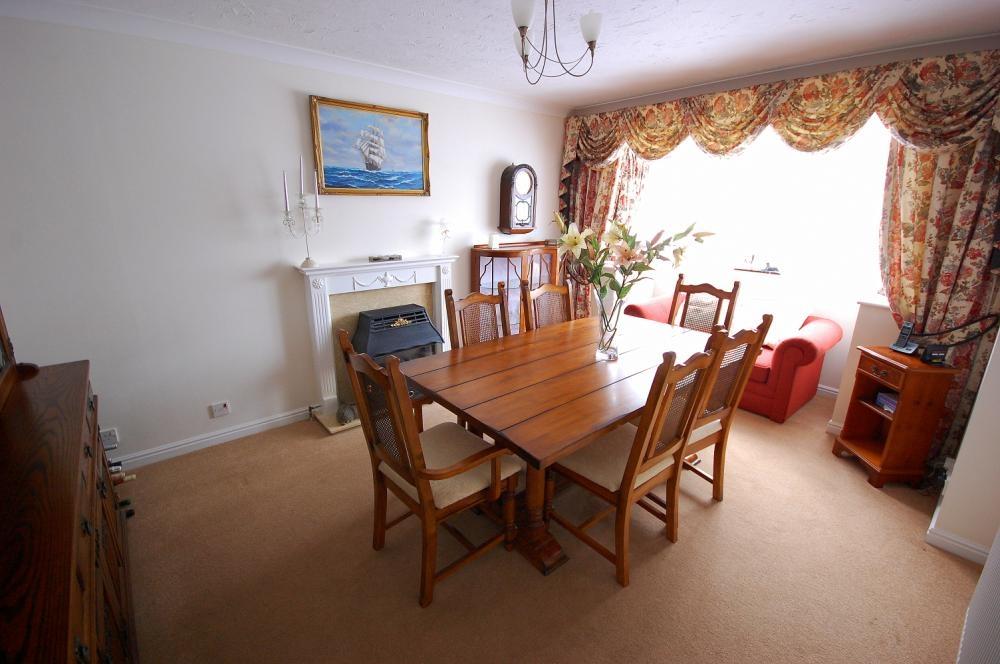 MUVA Estate Agents : Dining Room