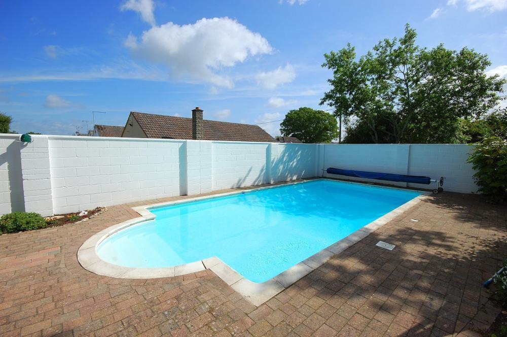 MUVA Estate Agents : Swimming Pool