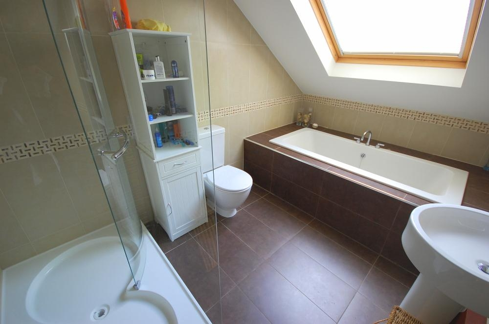 MUVA Estate Agents : Luxury Bathroom