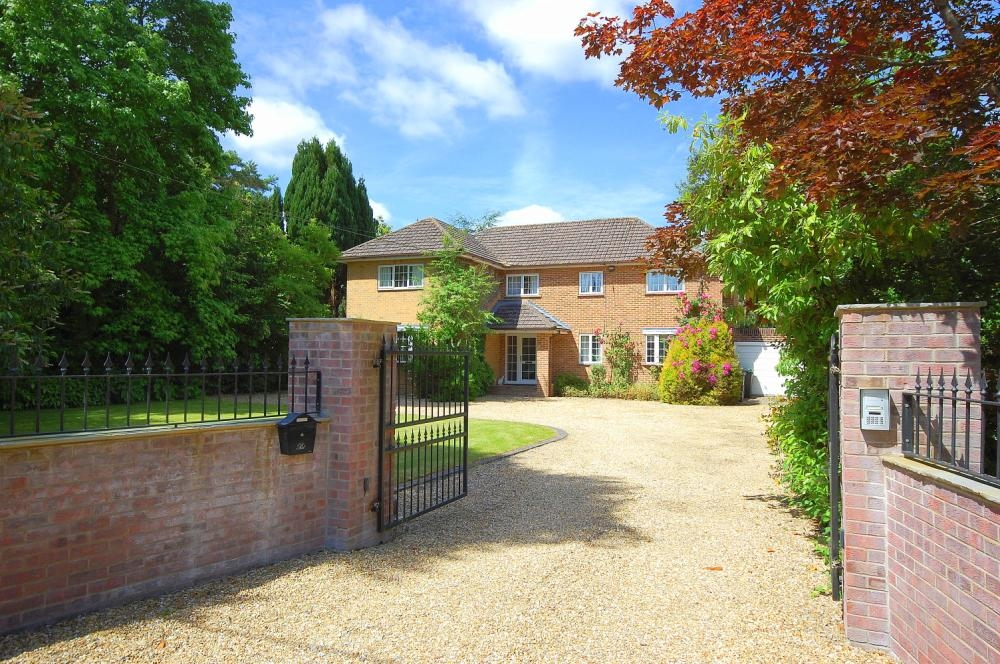 MUVA Estate Agents : Golf Links Road, Ferndown