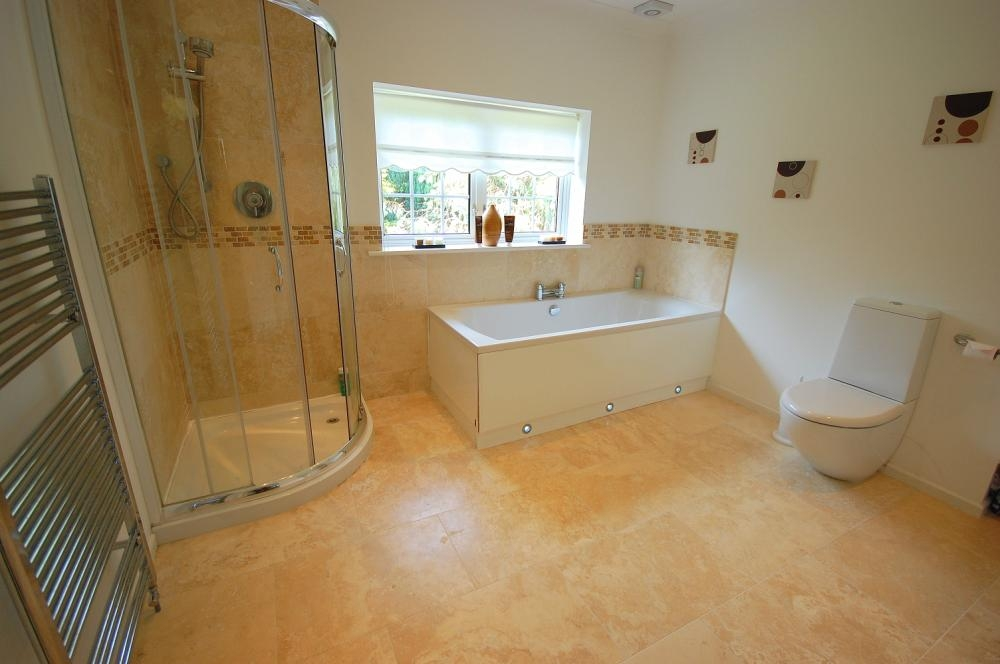 MUVA Estate Agents : Family Bathroom