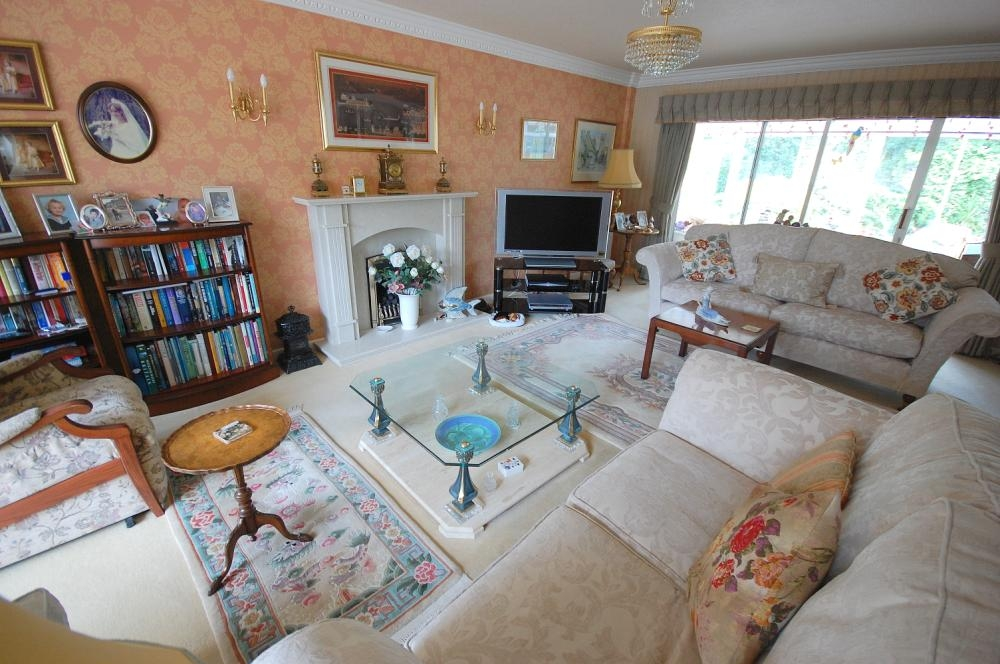 MUVA Estate Agents : Living Room