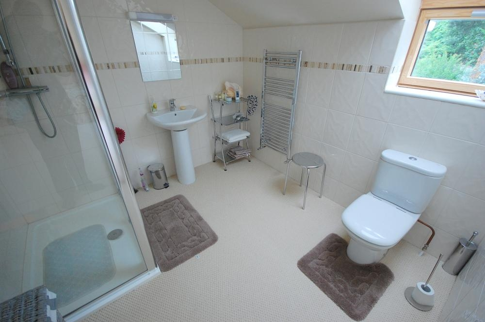 MUVA Estate Agents : En Suite