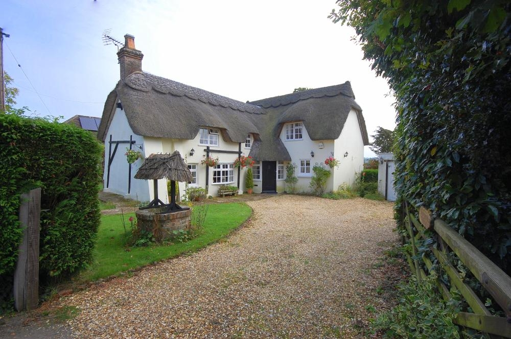 MUVA Estate Agents : Merrymeet Cottage
