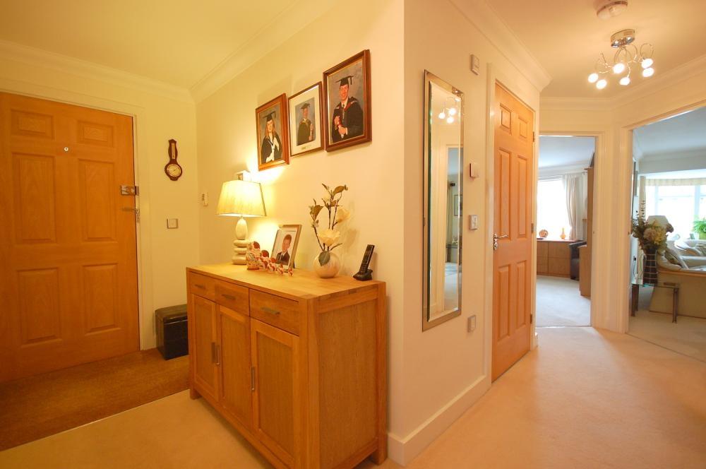 MUVA Estate Agents : Hallway