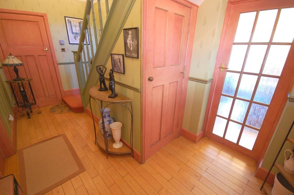 MUVA Estate Agents : Entrance Hallway