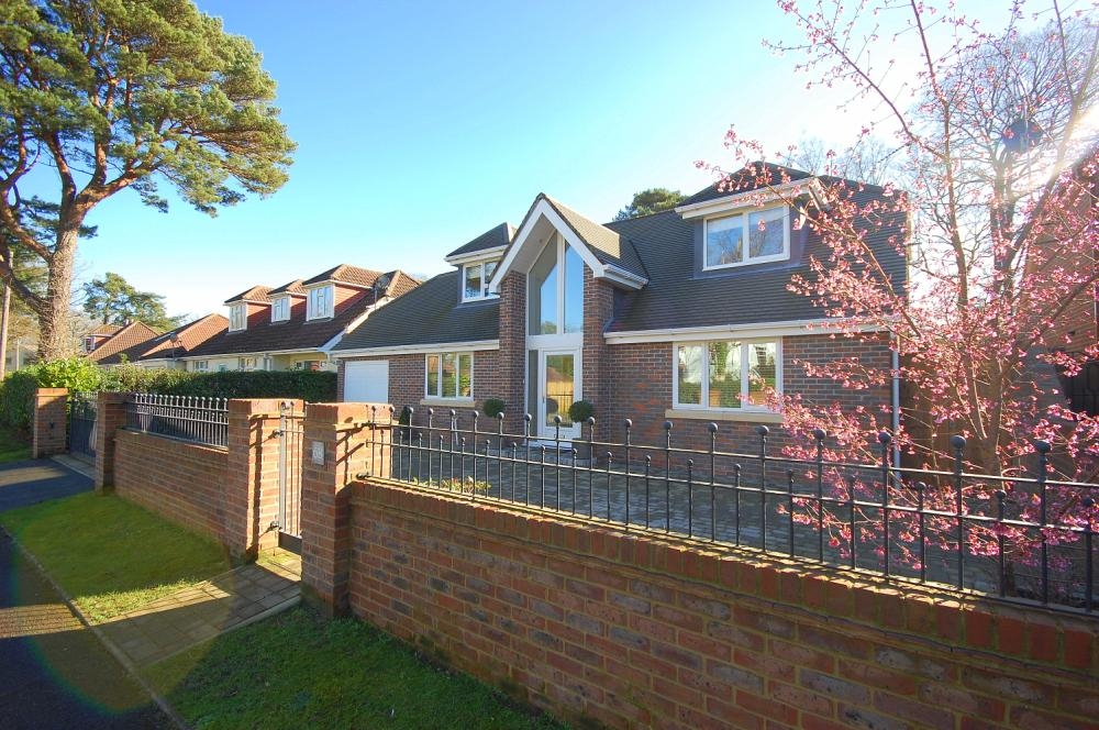 MUVA Estate Agents : Beaufoys Avenue, Ferndown