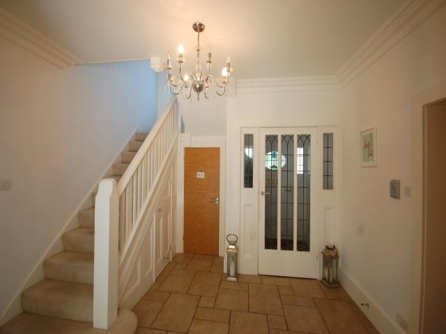 MUVA Lettings Agents : Downstairs hallway